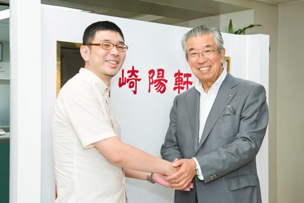 崎陽軒の三代目社長・野並直文氏(右)とシュウマイ研究家のシュウマイ潤氏(左)