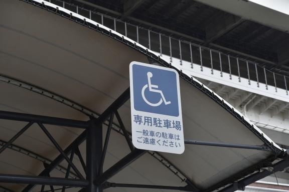 車椅子マーク 駐車場