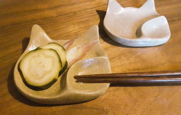 「猫の箸置き小皿」画像提供/Twitter/@ishideden