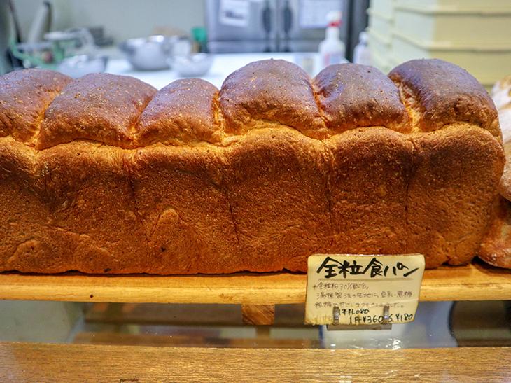 「全粒食パン」1斤360円。全粒粉30%、豆乳、黒糖を入れたほんのり甘い食パン