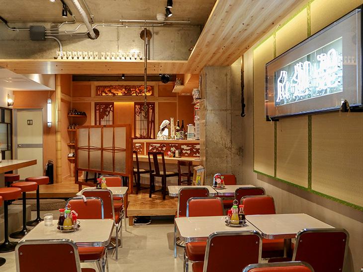 内装は、岡田さんの知り合いのアーティストたちが協力