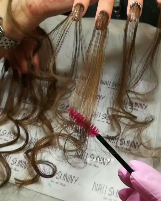 髪の毛ネイル