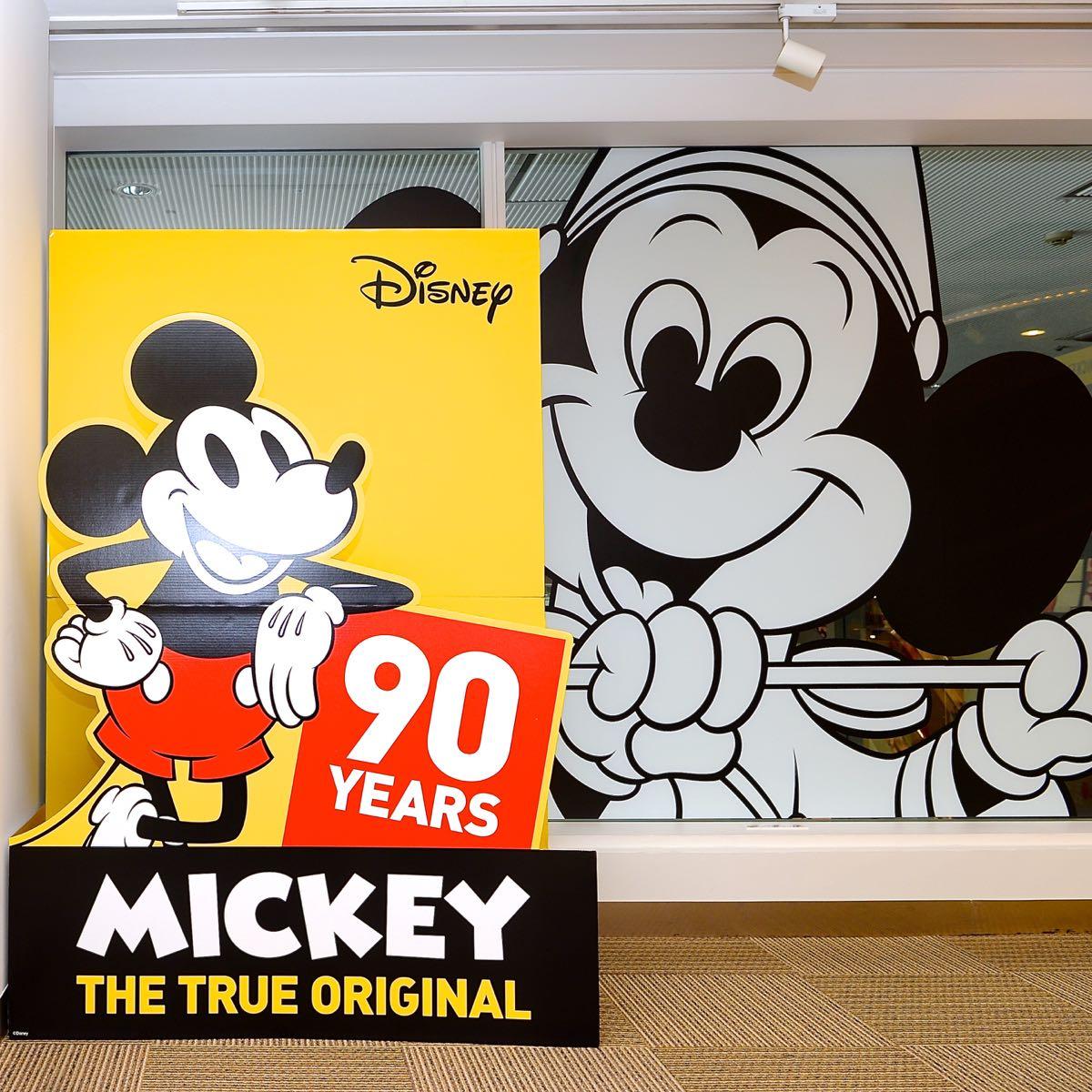 ミッキー90周年記念グッズ満載のスペシャルショップ disney mickey 90th