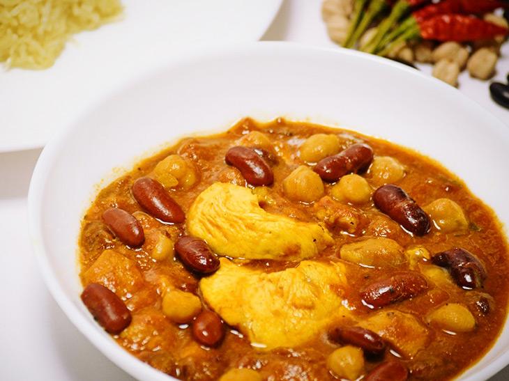 ペルシャ料理『ジャーメ・ジャム』の「チキンと豆のトマトカレー」