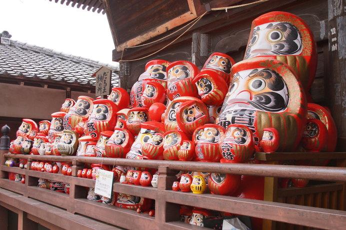 毎年多くのだるまが供養される少林山達磨寺