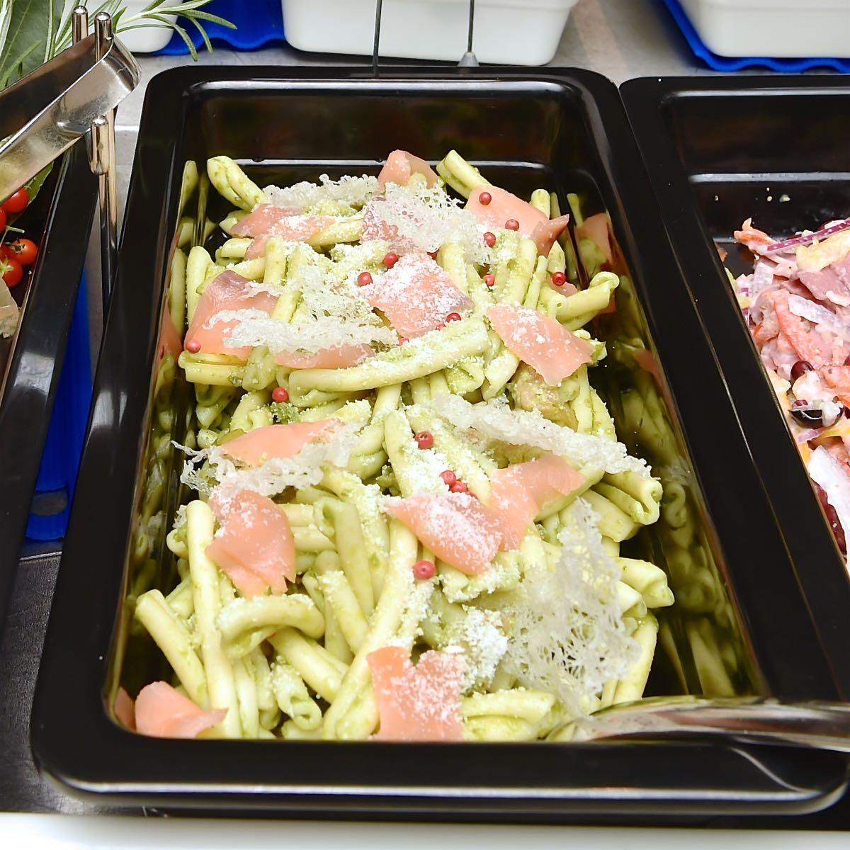スモークサーモンと春菊のパスタサラダ2