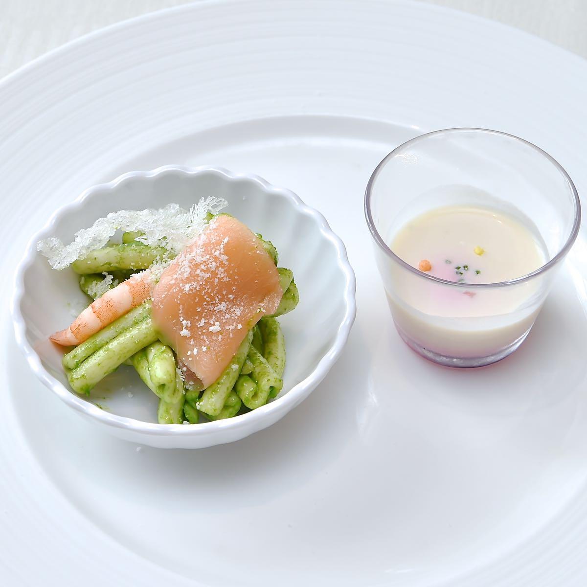 根セロリとビーツのスープ/スモークサーモンと春菊のパスタサラダ