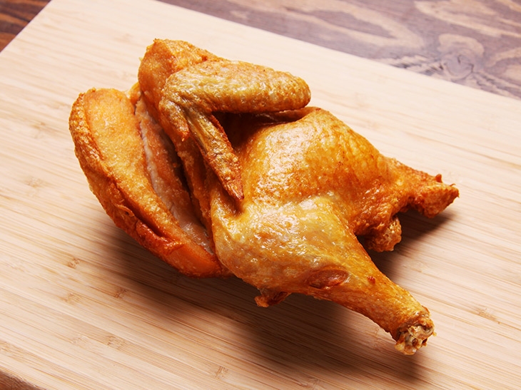 「ももザンギ」(3個)500円、「若鶏の半身揚げ」1,000円