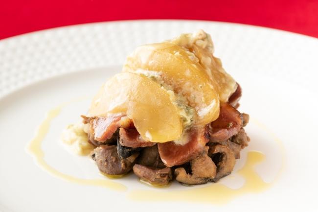 鴨胸肉のインパデッラ 鶏の内臓とカルドンチェッロのストゥファート りんごとゴルゴンゾーラのグラティナート添え