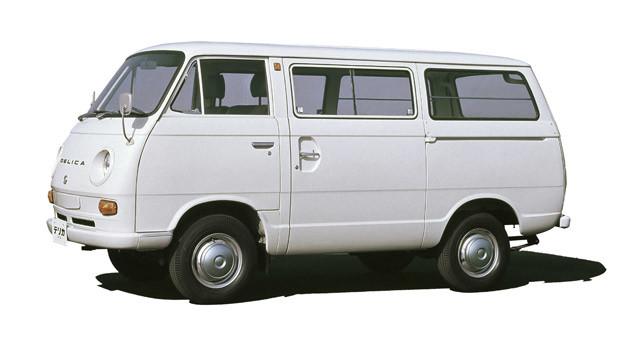 初代・デリカ コーチ(1969年) このコーチは後に登場する「スターワゴン」「スペースギア」へと続くデリカ最初のワゴンモデルである