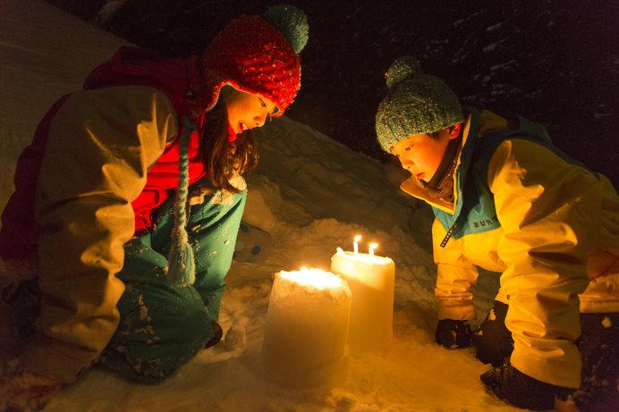 インストラクターと子供だけで夜のゲレンデを探検する魅惑のアトラクション「雪上夜の探偵団」