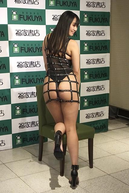 写真は2月4日のDVD「ファム・ファタール~運命の人~」(アイドルワン)発売イベント(@福家書店新宿サブナード店)にて。