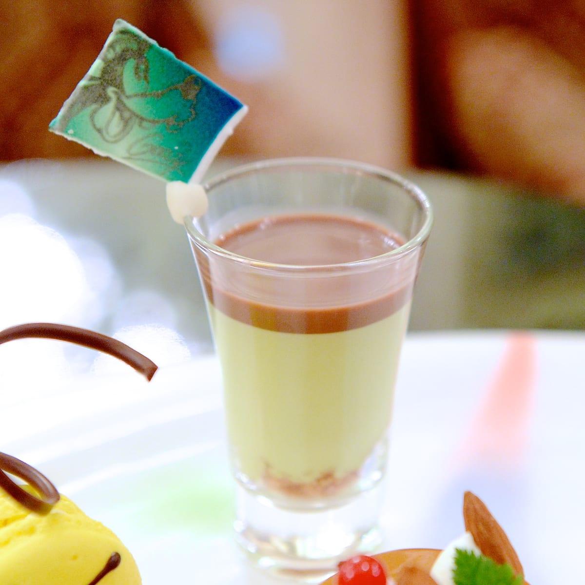 ピスタチオムースとチョコレートスープ
