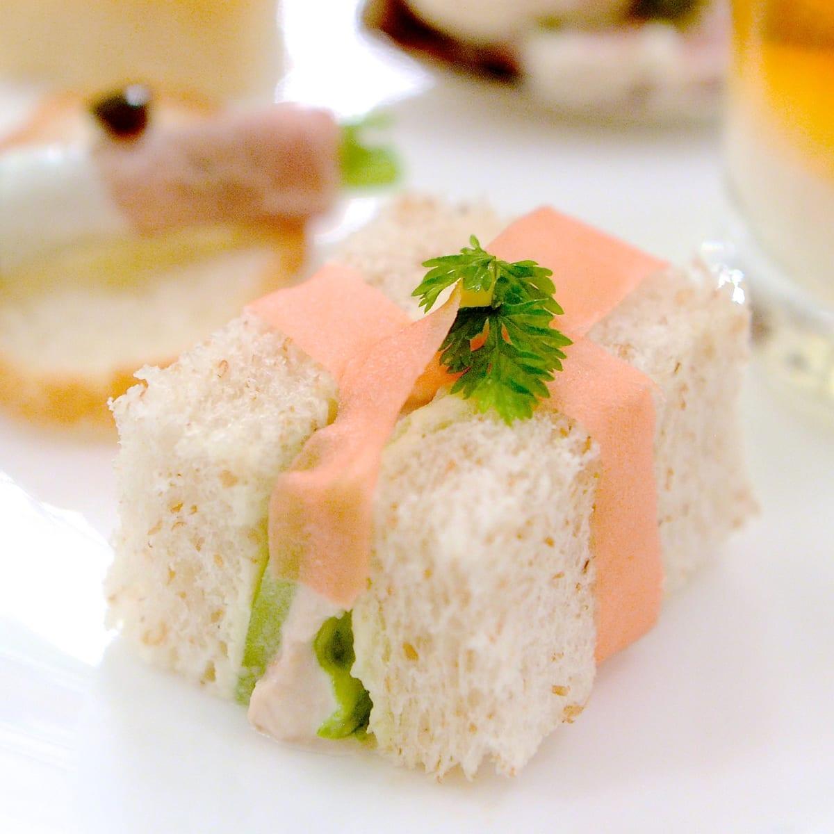 ツナと野菜のライ麦サンド
