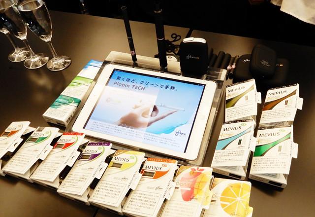 プルーム・エスのたばこスティックは3種類(左上)、プルーム・テック・プラスのカートリッジは4種類(右上)、プルーム・テックは8種類(下)と、様々なフレーバーがラインナップされている