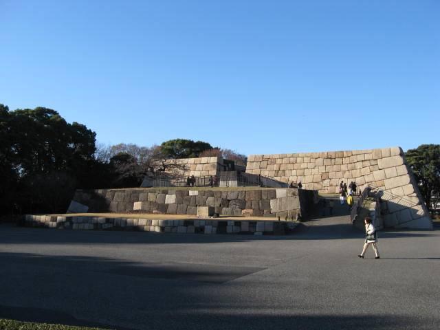 4面「気ままに城巡り31」31年1月号写真1「江戸城天守台」