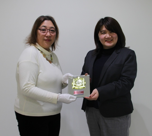 (右)エステー株式会社事業統括部門 防虫・衛生事業部 飯田寛子