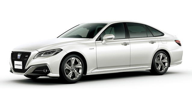 シオミ博士がオススメする「今買うべきクルマ」のひとつ、トヨタ「クラウン」(税込価格460万6200円~718万円7400円)、目標値引き額は25万円。15代目は2018年6月に登場。トヨタの「コネクティッドカー」第1弾モデル。エンジンは3.5L、2.5L、2Lの3種類を用意
