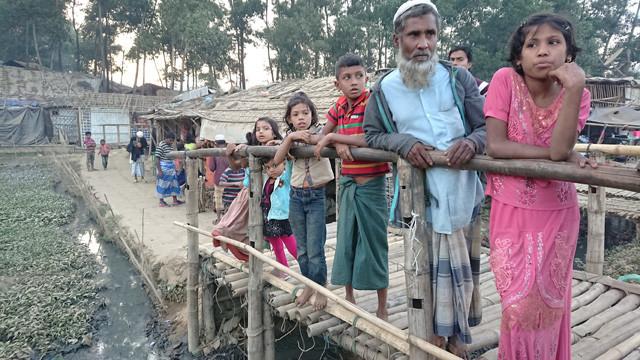 ロヒンギャとはミャンマー南西部ラカイン州に住むムスリム(イスラム教徒)。1960年代から現在に至るまで迫害を受け続け、一昨年8月からは軍による大規模な虐殺行為がスタート。国連が「世界で最も迫害されている民族」と認定し、現在70万人以上が隣国バングラデシュの難民キャンプに暮らしている
