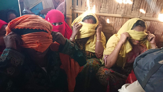 「どのようにしてレイプは行なわれたのか?」と聞くと、女性たちはいっせいにヒジャブで顔を覆い、状況を説明した。その手口はまるでマニュアルがあるかのように同じだという