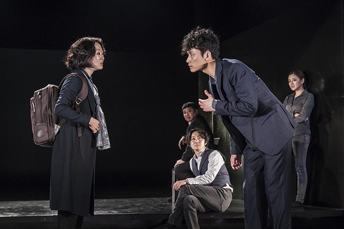 「知人たち」 (C)Nah Seung-yeol, provided by National Theater Company of Korea ※前回公演より