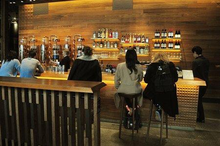 1024px-Starbucks_Reserve_Roastery_interior_15