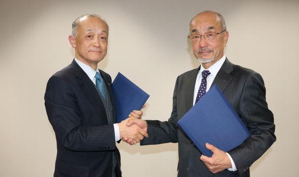 (写真左側より)いなげや 成瀬社長、国立音楽大学 長尾理事長
