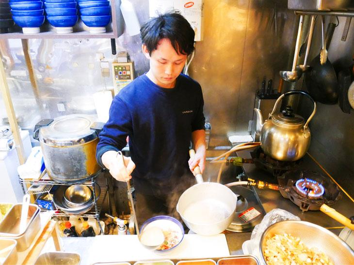 タイの骨などでとった、鯛出汁の汁をかけてシメのお茶漬けに。これはたまらん!