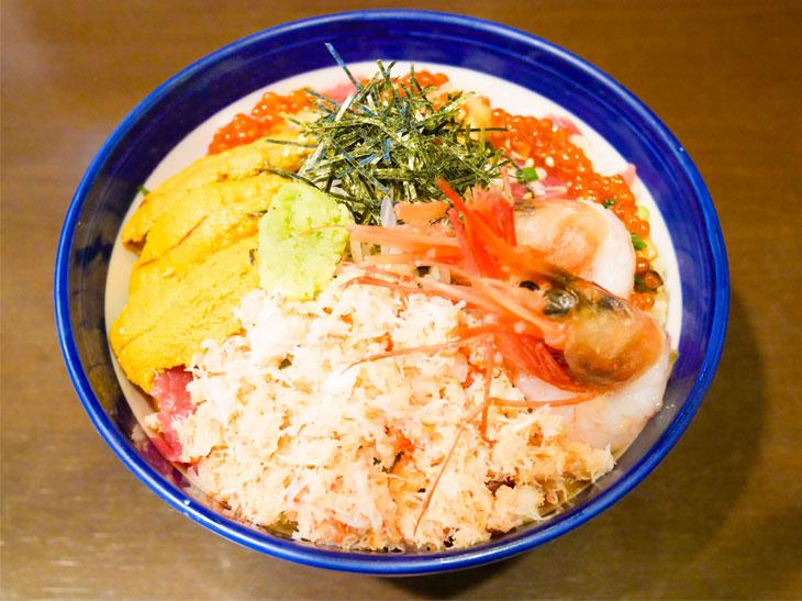 「海宝丼 特上」(ゴハン大盛り)2,080円。ゴハンの大盛りサービスは無料