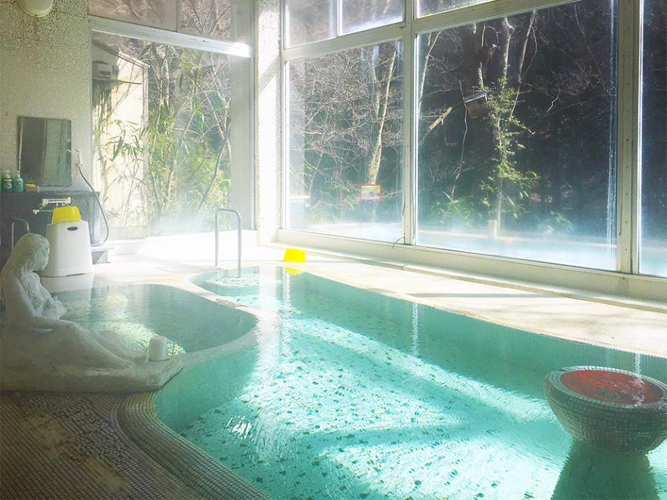 西洋風の混浴内風呂