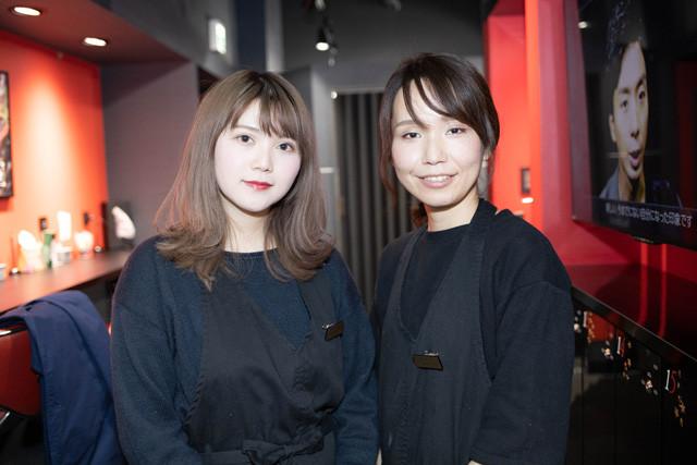 メイクを担当してくれた鈴木智加子さん(右)とマツエク担当の鎌田美樹さん