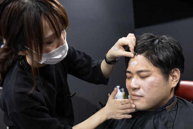 化粧下地は、次につけるものの発色を良くしたり、皮脂くずれを防止する役割もある