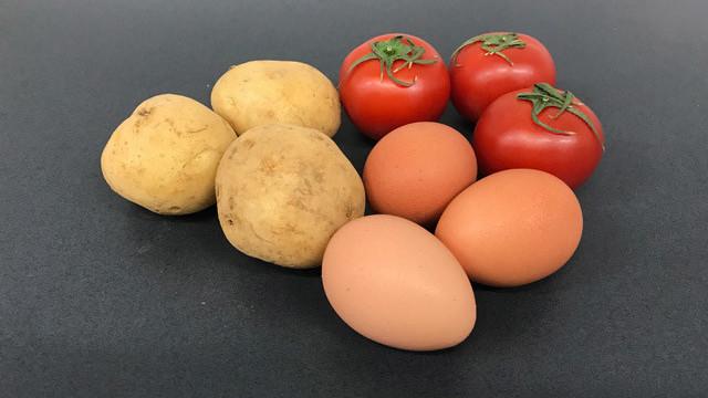 栄養価の高いトマト、毒芽を作らないジャガイモ、アレルゲンの少ない卵などがゲノム編集で作られている。 ※写真はイメージです