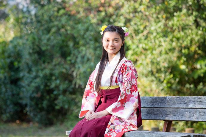 """袴にブーツ姿の""""はいからさん""""は華族女学校の制服が始まりともいわれる"""