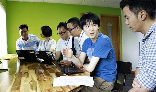 ベトナムのボッシュでインターンシップに取り組む学生