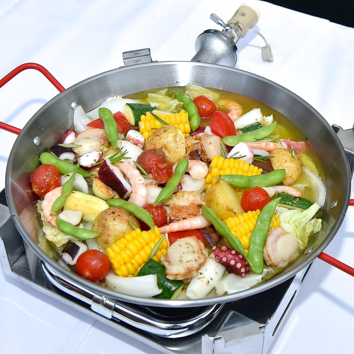 夏野菜とシーフードのアヒージョ鍋2