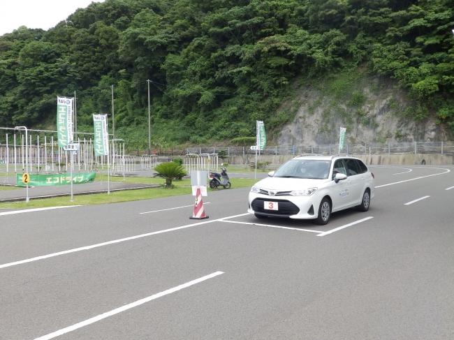 【実車による燃費測定の様子】
