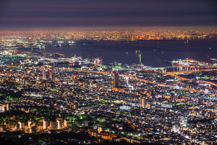 兵庫県・摩耶山の夜景は、長崎県・稲佐山、北海道・函館山と並ぶ日本三大夜景の一つ