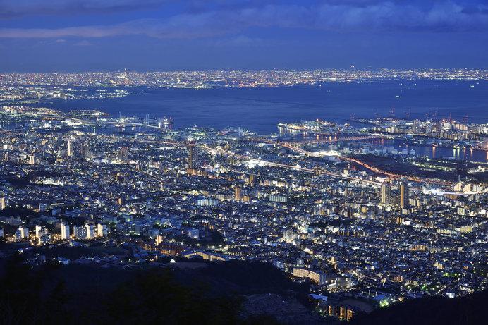 夜の闇が広がるほどに街がイキイキと輝きを増していく