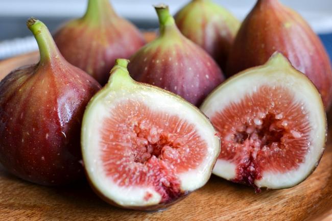 収穫直前まで完熟させ皮ごと食べられるAOKI FARMの「樹上完熟イチジク」