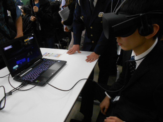"""福岡県警が""""VR飲酒運転体験""""を全国初導入、若者に警鐘鳴らす"""