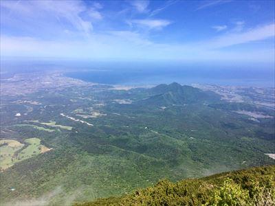 チェックイン対象の山のひとつ、日本百名山の大山山頂からは 米子市街や美保湾などの雄大な眺望を楽しめる