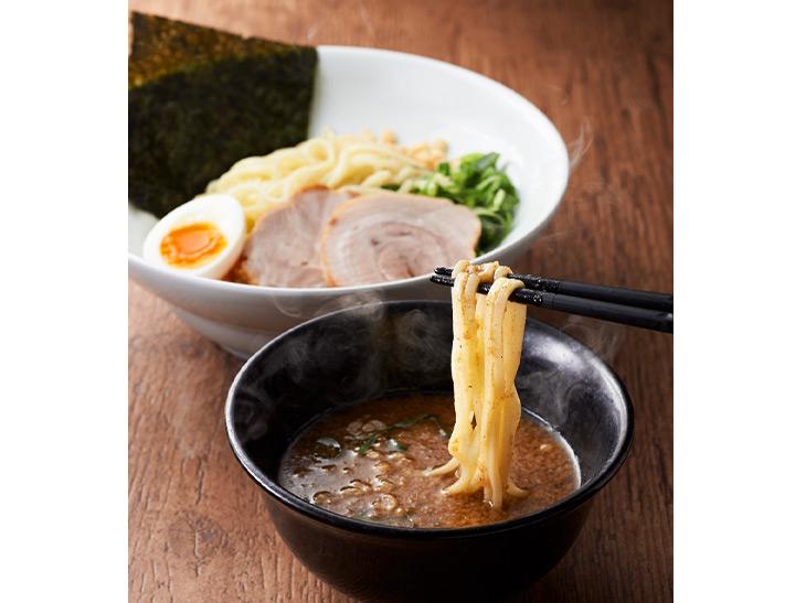 並盛890円(麺250g)、大盛990円(麺400g)