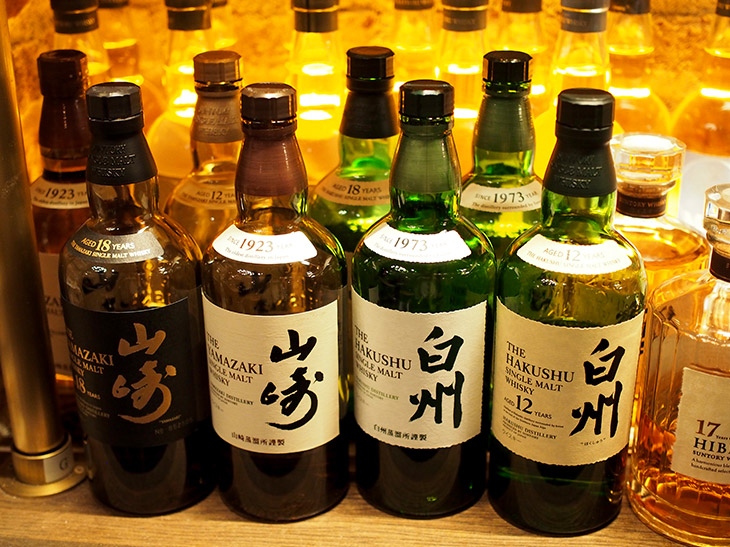 日本のウイスキー造りは、1923年にサントリー創業者の鳥井信治郎が京都の郊外である山崎に、日本最初のウイスキー蒸留所建設に着手したことから始まる