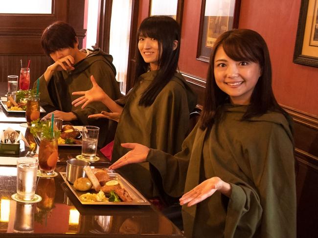 (左から)梶裕貴さん、藤田咲さん、三上枝織さん