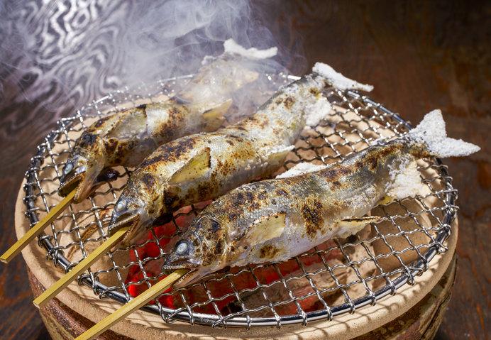 あゆの塩焼きは炭火焼きが美味(画像はイメージ)