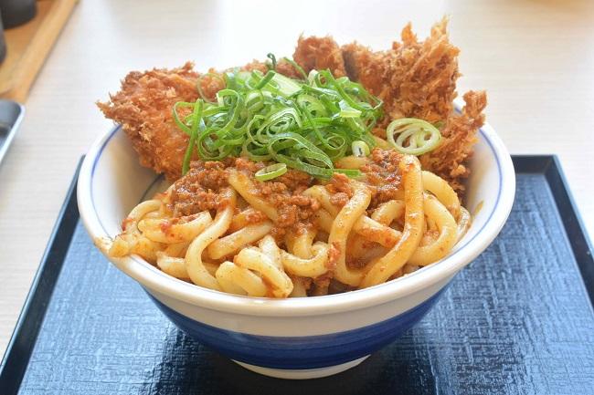 6月21日から期間限定発売「カレーうどんカツ丼」(税込637円)