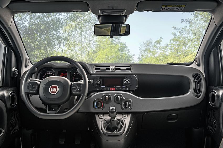 フィアットパンダに4WDで6速MTの特別仕様車スッコーサ