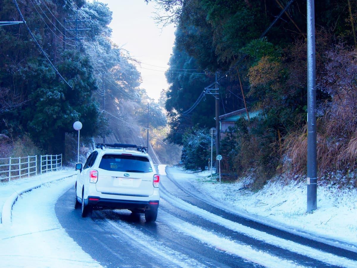 ブリヂストン史上最高の氷上性能を持つSUV専用スタッドレスタイヤが発売