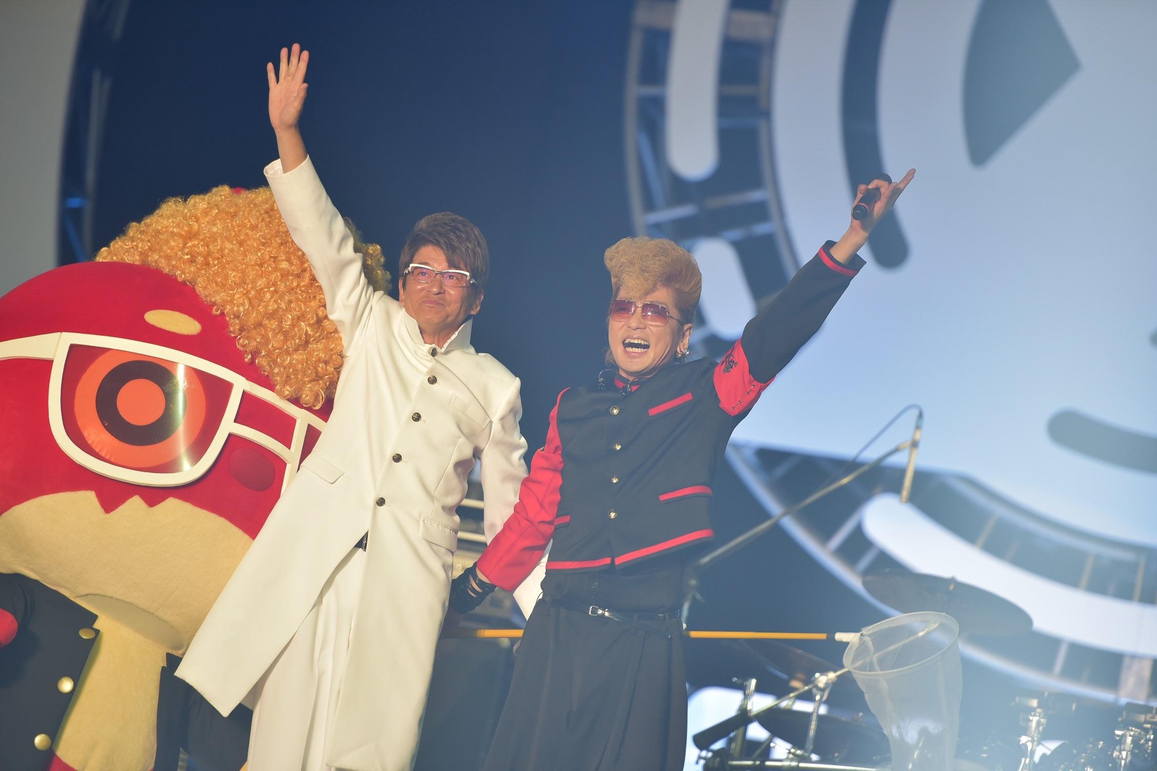 氣志團のスペシャルステージでは、哀川翔がサプライズゲストとして登場